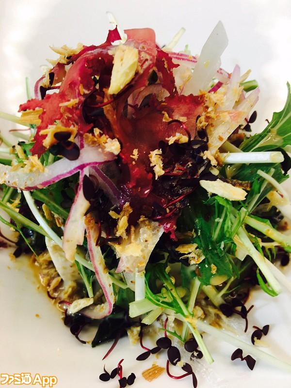 和泉守兼定の三陸めかぶとお豆腐のサラダ